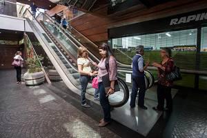 Los centros comerciales de venezuela en alarma por el for Racionamiento de luz en aragua